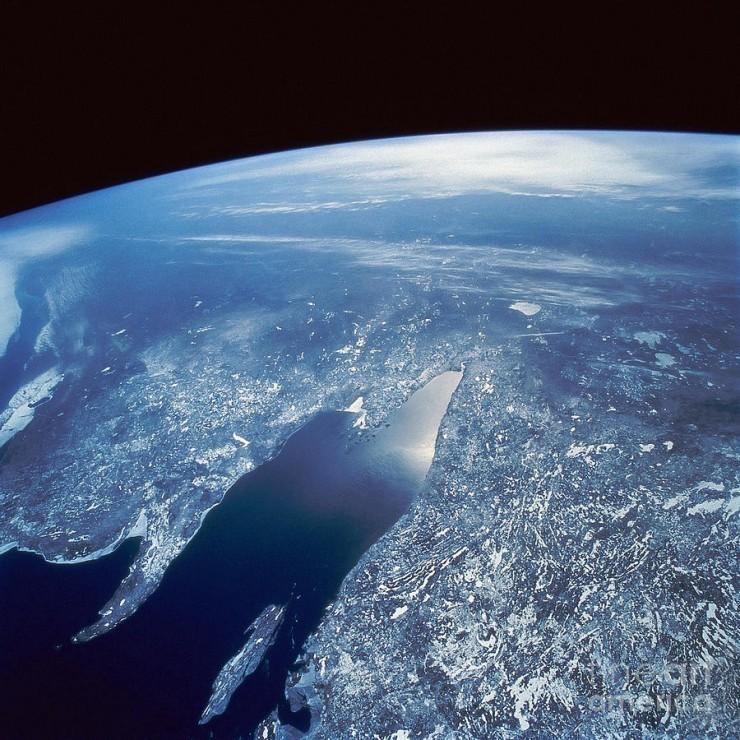 Bilim insanlarına göre Dünya yaklaşık kaç yaşındadır?